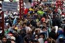 """경제난·정치불안에 베네수엘라 탈출 러시…""""530만 난민 발생 우려"""""""