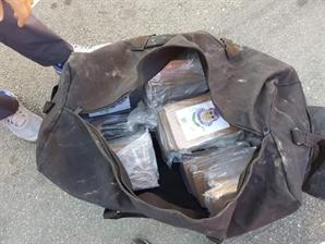 '마약왕'이 실제로? 부산항서 코카인 63㎏ 발견, 시가 1900억원 상당
