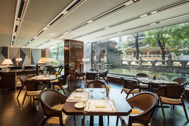 [라이프까톡] 서울 웨스틴조선호텔 '나인스게이트'…X마스엔 도심 야경 보며 럭셔리 와인 반값에 즐겨볼까