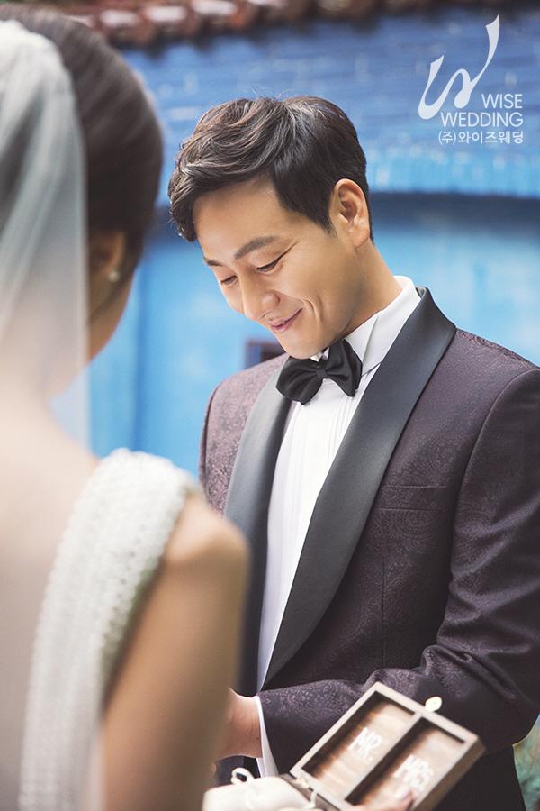배우 박해수, 로맨틱한 웨딩 화보 공개..사회는 배우 이기섭 확정