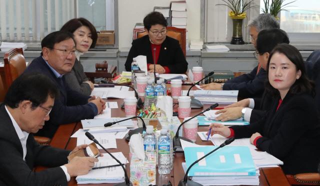 환노소위, '김용균법' 일부 의견 접근…오후 논의 계속