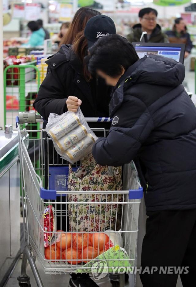 오늘(1일)부터 대형마트-슈퍼, 1회용 비닐봉투 사용 전면 금지 '종량제봉투, 장바구니 사용해야'