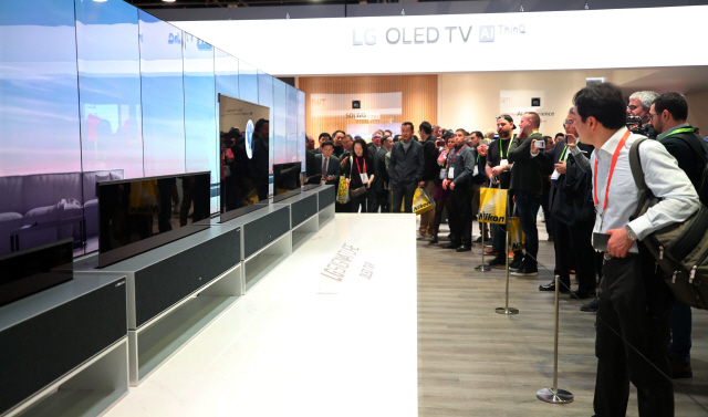 [CES 2019]삼성-LG '롤러블 TV' 신경전