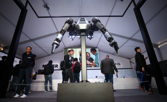 [CES 2019 결산…'한중일 로봇삼국지']5G 두뇌 韓·촉각 세운 中·자율 관절 日…휴머노이드 3파전