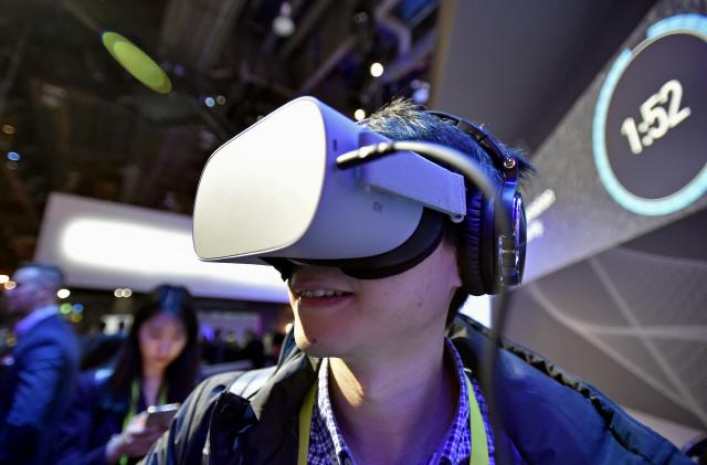 [토요워치-假化, 萬事成]  올 VR·AR투자 204억弗…IT공룡 '쩐의 전쟁'