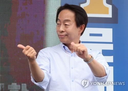 """김현철, 민주당 탈당 의사 밝혀…""""현 정부 정책 방향에 도움 안 돼"""""""