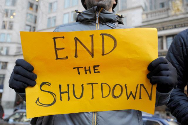"""""""미국인 67%, 비상사태 선포 반대""""…CBS 여론조사"""