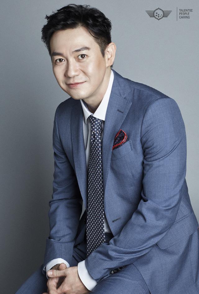 [공식] 박용우, 영화 '유체이탈자' 주연 확정...윤계상과 호흡