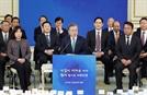 文대통령 국정지지도 49.1%…'손혜원 논란'에 소폭 하락