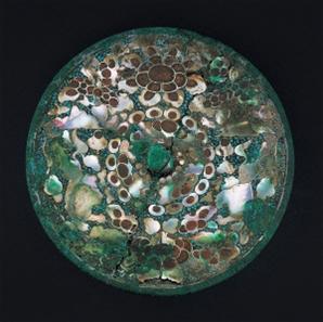 [문화재의 향기] 나전 꽃무늬 청동거울