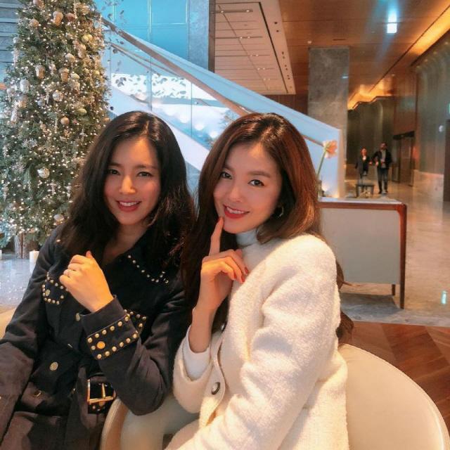 '정조국♥'김성은, 한채아와 다정하게 '찰칵' '사진에서 빛이나네' 눈부신 미모
