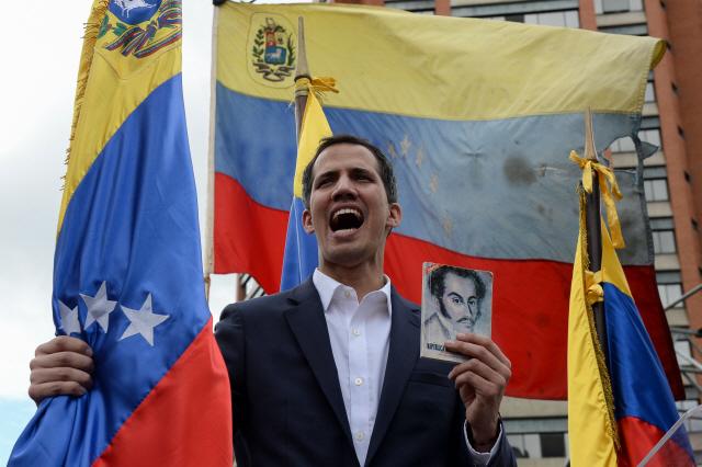 베네수엘라 임시대통령 선언한 '35세 과이도'는 누구…