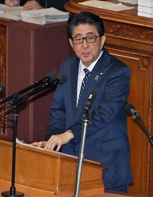 갑자기 뿔테안경을 쓴 日아베...그 속에 숨은 정치적 메시지는?