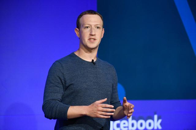 """구설 속에 맞은 페이스북 15주년…저커버그 """"부정적 면만 보지 말라"""""""