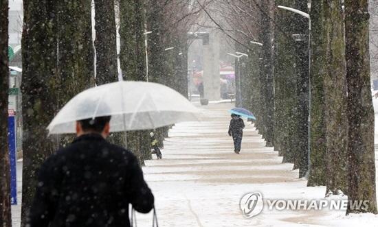 [오늘날씨] 낮부터 기온 뚝 '바람 강하게 불어, 시설물 관리 유의' 미세먼지 '보통'