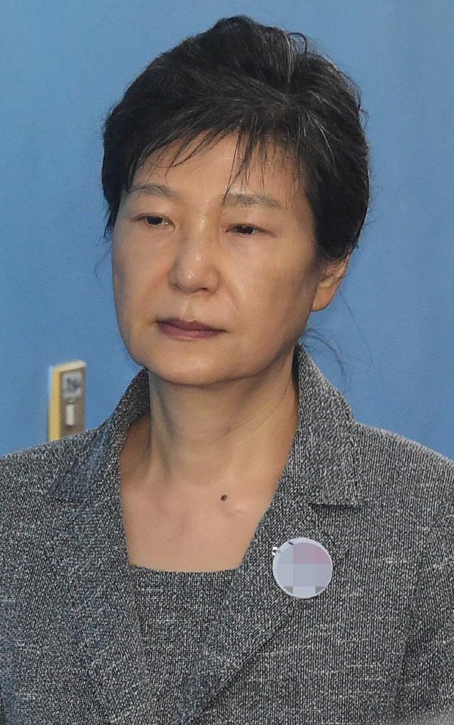 '국정농단' 박근혜, 4월16일까지 구속기간 연장