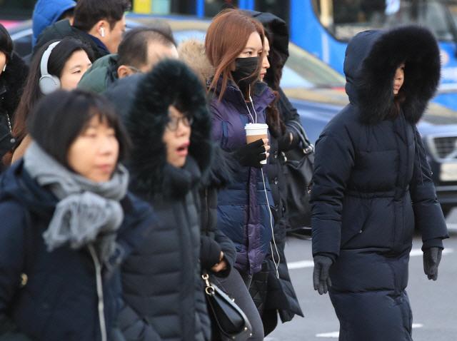[날씨] 아침 출근길 강추위 대비해야…낮부터 전국 영상 기온