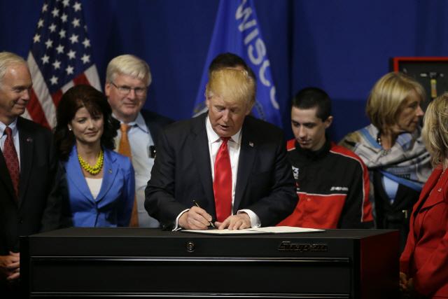 美 트럼프, 'AI 연구개발 우선시' 행정명령에 서명