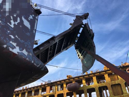 여수 조선소서 선박 구조물이 근로자 덮쳐…1명 사망·1명 부상