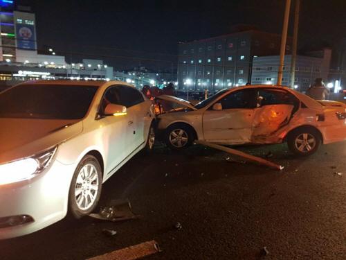 경인고속도로 부평IC 인근서 5중 추돌 사고…4명 부상