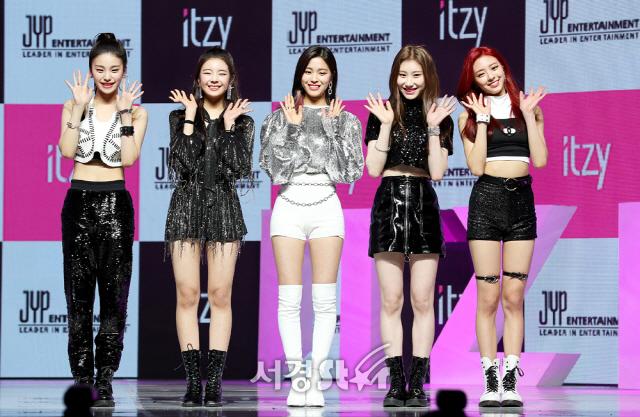 ITZY 예지-리아-류진-채령-유나, JYP 괴물 신인들 데뷔