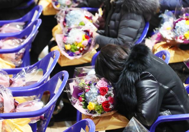 [단원고 학생 250명 명예졸업]'세월호 아이들 돌아온 듯'...주인공 없는 졸업식