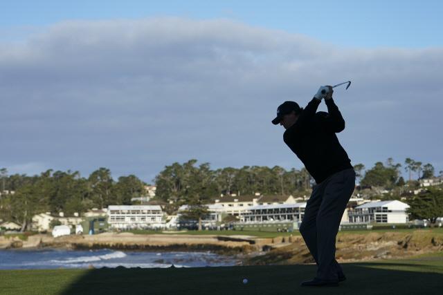 '49세 챔피언' 나이 잊은 미컬슨…PGA 페블비치프로암 우승