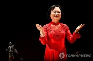 베트남 '네이팜탄 소녀', 드레스덴 인권평화상 받아