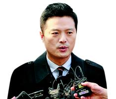 김태우 전 수사관, 피고발인 신분 첫 檢출석