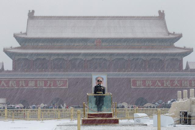 춘제 연휴 끝난 베이징에 눈…일부 도로 운행중단