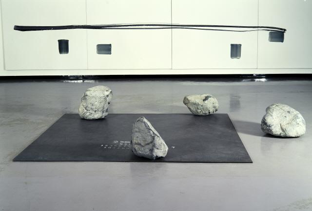 [조상인의 예(藝)-100이우환 '점으로부터']화폭 뒤덮은 수백개의 점...교감의 미학을 담다