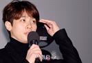 모자 벗고 인사하는 박정민 (사바하 무대인사)