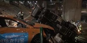 서울 마포구청역 인근 도로서 택시-쓰레기수거차 충돌 '2명 부상'