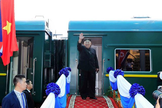 김정은 열차로 귀국중...베이징 안 들리고 평양 직행