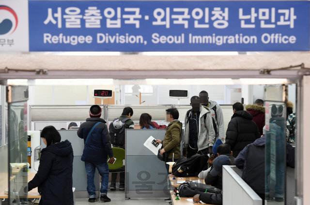[외국인 정책 이대로 좋은가] '난민소송' 작년에만 1,598건...3년새 20배 늘어 사법력 낭비