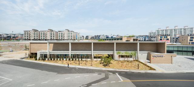 [건축과 도시]  공공건축 10년의 마법, 인구 10만 소도시 되살리다