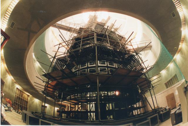 [인간 백남준을 만나다]'위대한 '1,003대 TV탑' 상상…제 손에서 현실이 됐죠'