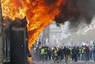 '노란조끼' 시위 폭력화에 프랑스, 샹젤리제 거리 집회금지 검토