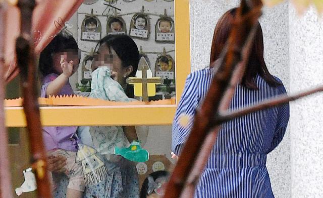 [대한민국 엄마를 응원해]오후1시 반 하원…학부모 참여 교육…유치원, 워킹맘엔 '큰 산'이죠