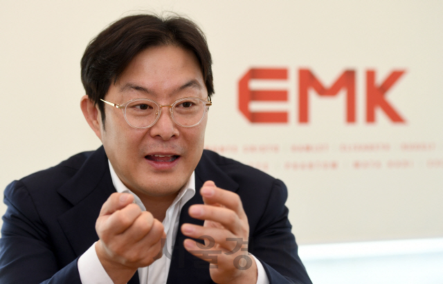 엄홍현 EMK 대표 '뮤지컬 '엑스칼리버' 100억 이상 투입...비 내리는 전투신 '영화 300' 연상 역대급'