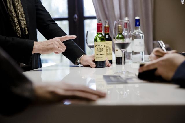 """와인의 나라' 프랑스, """"건강 위해 와인 줄여라"""""""