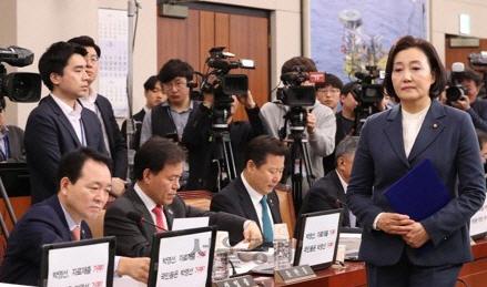 """박영선, 각종 의혹에 역공...""""과거 정권 정치사찰 의혹'"""