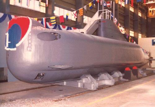 [오늘의 경제소사] 최초의 국산 잠수정 '돌고래'