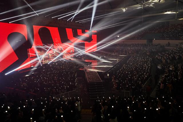 데이식스, 첫 월드투어 앙코르 공연 성료 '단독 콘서트 중 최대 규모'