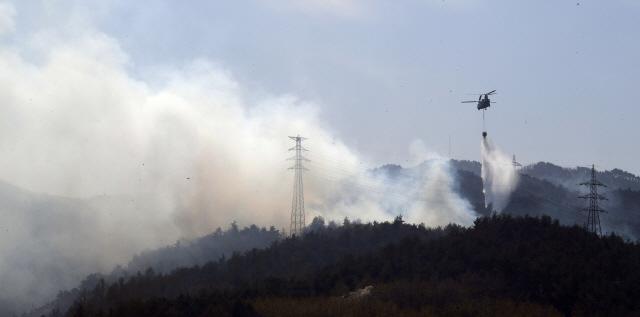 [영상] 하늘에서 본 강원 산불…어마어마한 속도로 퍼진 화마 '진화에 총력'