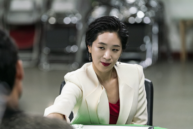 '열혈사제' 수녀님 백지원, 화끈한 변신 '전설의 타짜 오셨다'