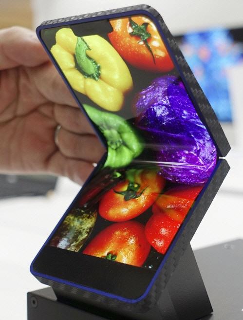 일본도 '폴더블폰' 대열 합류…샤프, 시제품 첫 공개