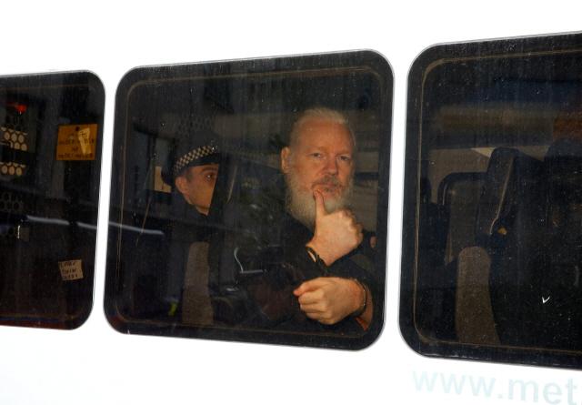 '위키리크스' 설립자 어산지 7년 망명에 74억원 들어