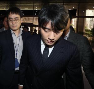 윤 총경-승리 측 골프 4번·식사 6번…이문호·애나 이번주 내 구속영장 신청