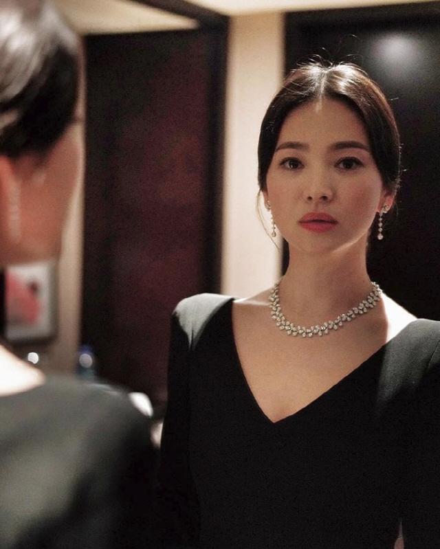 송혜교 '이것이 고혹적 섹시美' 홍콩에서 보니 더 예뻐